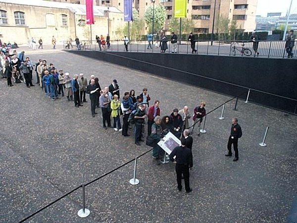 First ever queue at the Tate Modern. Image courtesy of @se1